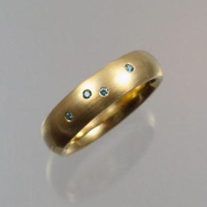 585 Goldring mit blauen Brillanten