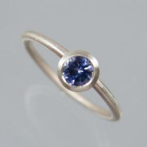 1 Stapelring 925 Silber mit blauem Tansanit