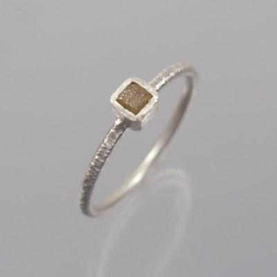 1 Stapelring 925 Silber mit naturfarbenem Rohdiamant