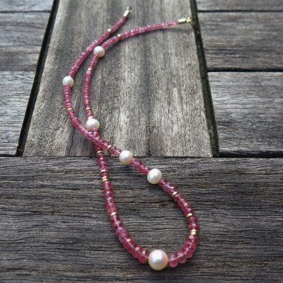 Rosa Turmalinkette mit Perlen und 585/- Gold