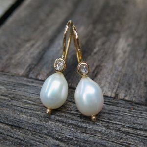 585 Ohrringe Tropfenperlen und ovale Altschliff Diamanten