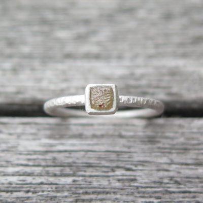 """raw"" Stapelring 925 Silber mit naturfarbenem Rohdiamant"