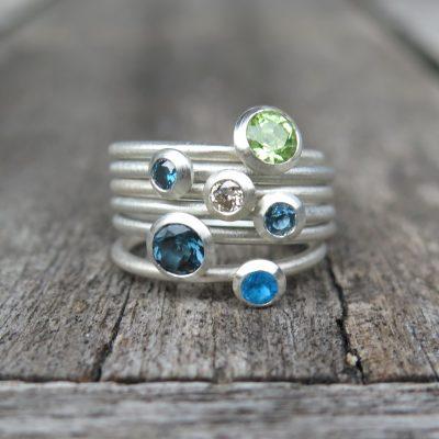 6 Stapelringe Silber mit blau und weißen Diamnten und Farbsteinen